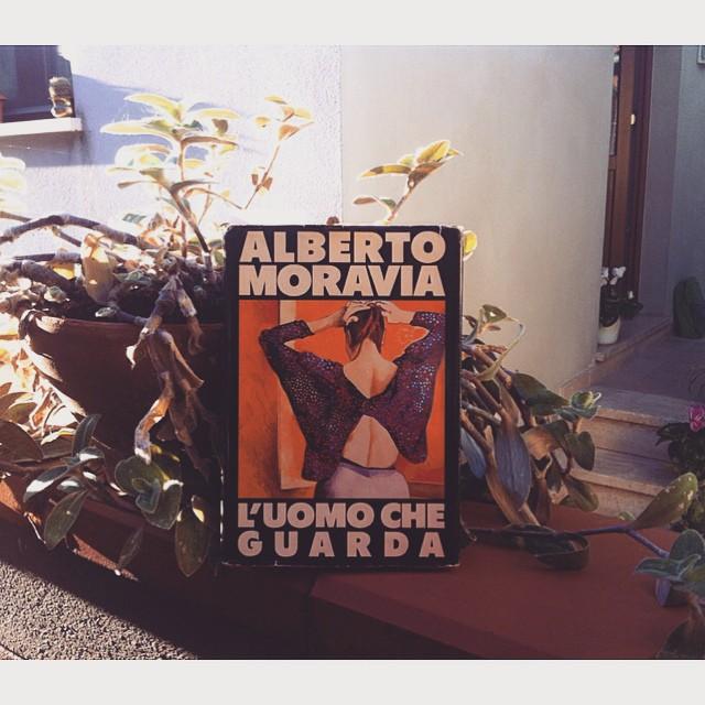L'uomo che guarda, Alberto Moravia